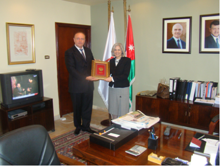 Presentation of Award to Minister of Tourism and Antiquities of Jordan Dr. Haifa Abu Ghazaleh by Russian-Jordanian Business Council Deputy Chairman Mr. Valeriy Kononenko in the Name of Russian-Jordanian Business Council