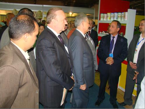 Министр сельского хозяйства Иордании г-н Самир Хабашнех, зам.председателя РИДС г-н Кононенко В.А. осматривают экспозицию выставки SAWSANA Festival