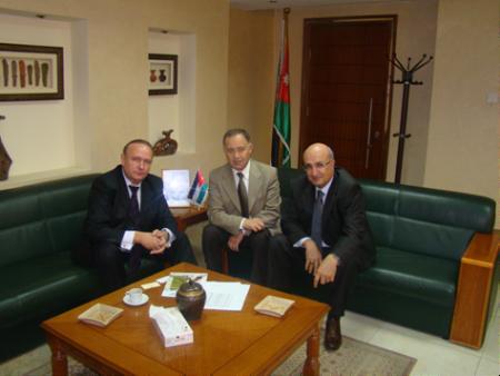 (Слева направо) Зам. председателя РИДС г-н Кононенко В.А., Министр водных ресурсов и ирригации Иордании г. Мохаммад Джамил Аль-Наджар, I заместитель Министра водных ресурсов и ирригации Иордании г. Мунир Овейс