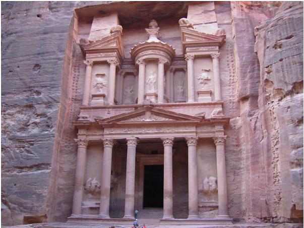 Знаменитый храм в Петре