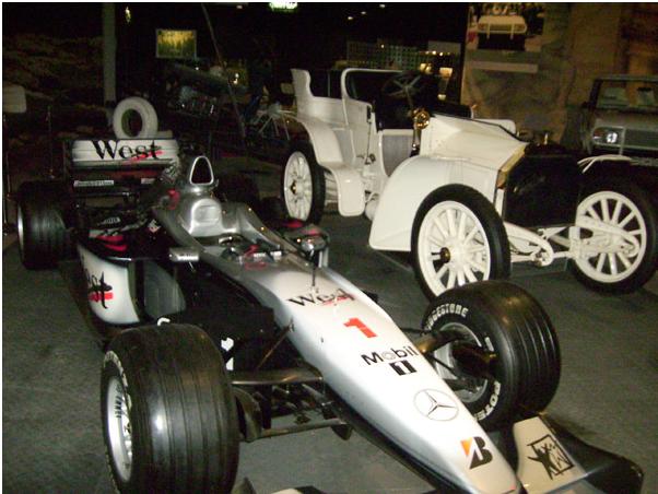 Гоночный болид в Музее королевских автомобилей