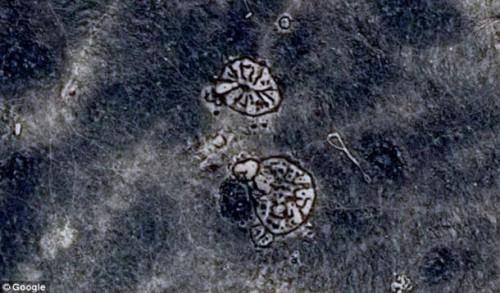 Два «колеса» в Чёрной пустыне были созданы 8500 лет назад. Фото: Google Earth